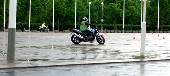 Maîtrise de la moto à allure lente - I