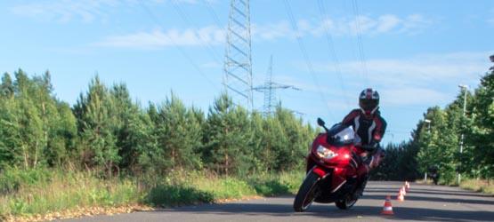 Maîtrise de la moto à allure lente - II