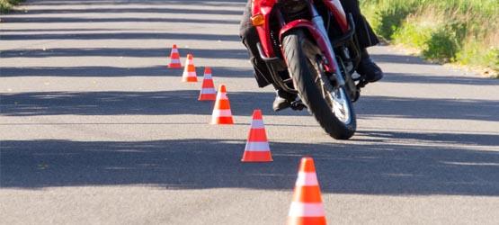Maîtrise de la moto à allure lente - IV