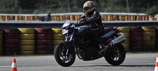 Maîtrise de la moto à allure normale - I